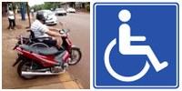 Algumas das dificuldades encontradas pelos deficientes são a falta de vagas especiais reservadas para motos de portadores de deficiência e a falta de acesso a ponto de ônibus