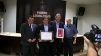 Jovem esportista Ricardo Tostes recebe Diploma de Honra ao Mérito da Câmara Municipal de Ituiutaba