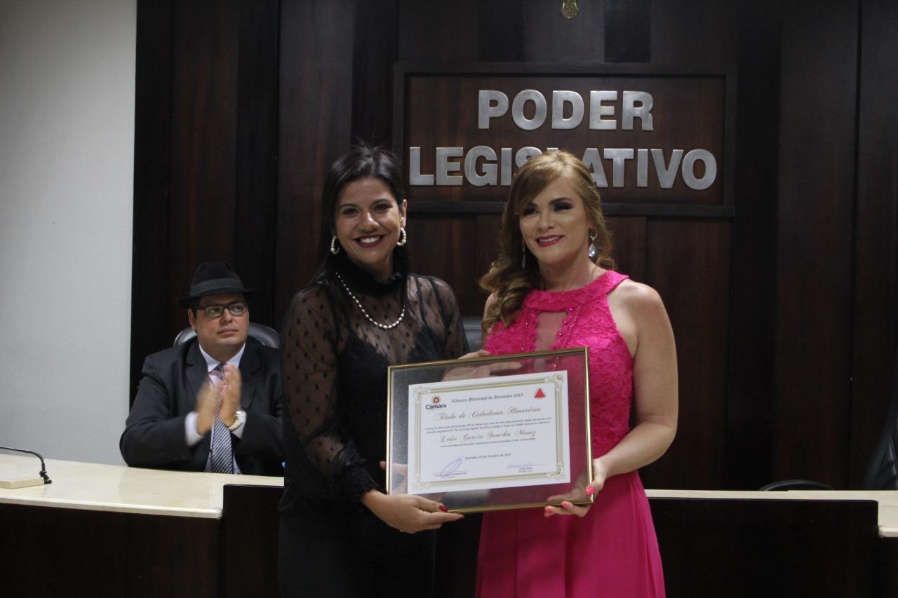 Musicista Leíse Garcia Sanches Muniz recebe Titulo de Cidadania Honorária.
