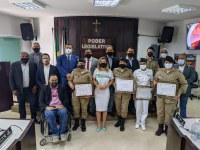 Policiais femininas e coronel Oliveiros recebem homenagem da Câmara Municipal de Ituiutaba