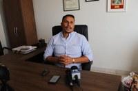 Presidente da Câmara Municipal anuncia suspensão da aplicação de multas de trânsito.